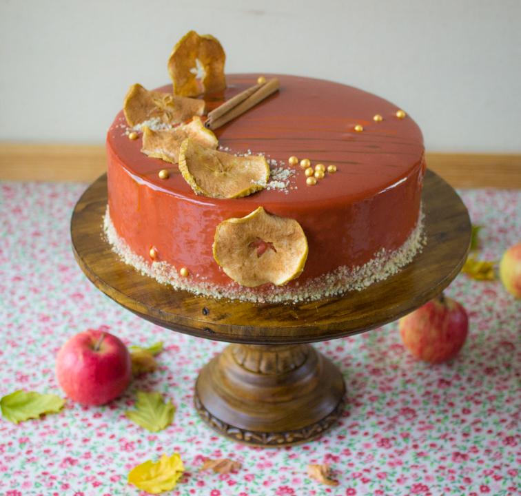 Торт с грушами и карамелью