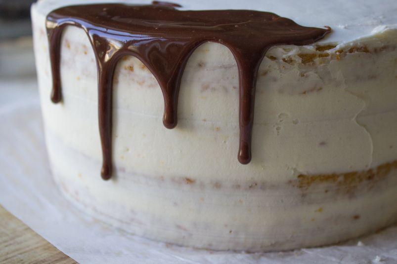 Шоколадные подтёки на торте