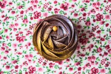 Шоколадные капкейки розочки