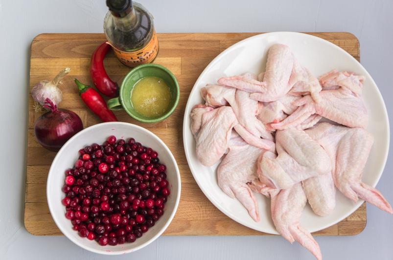 Куриные крылья в соусе из клюквы