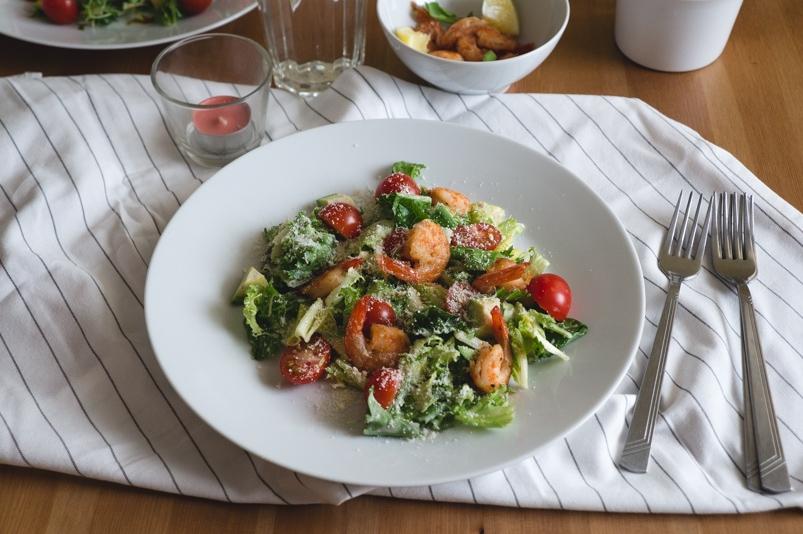 Зелёный салат с креветками