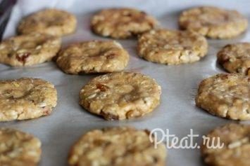 Мягкое печенье из цельнозерновой муки с яблоками и корицей рецепт с фото - 1000.menu