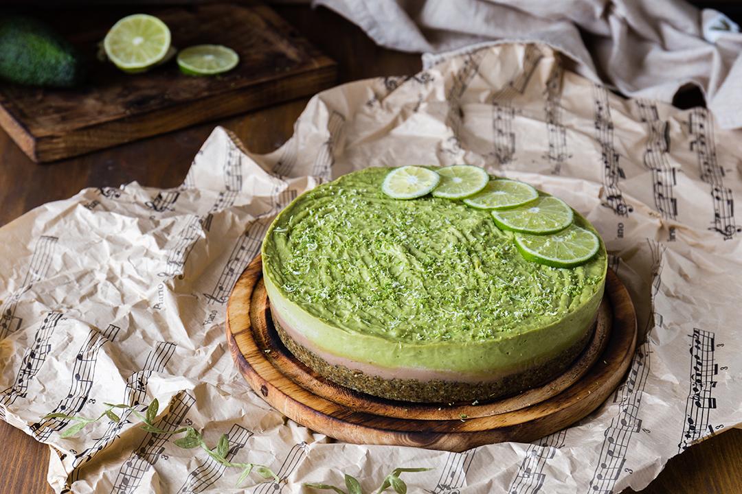 Торт с лаймом и авокадо