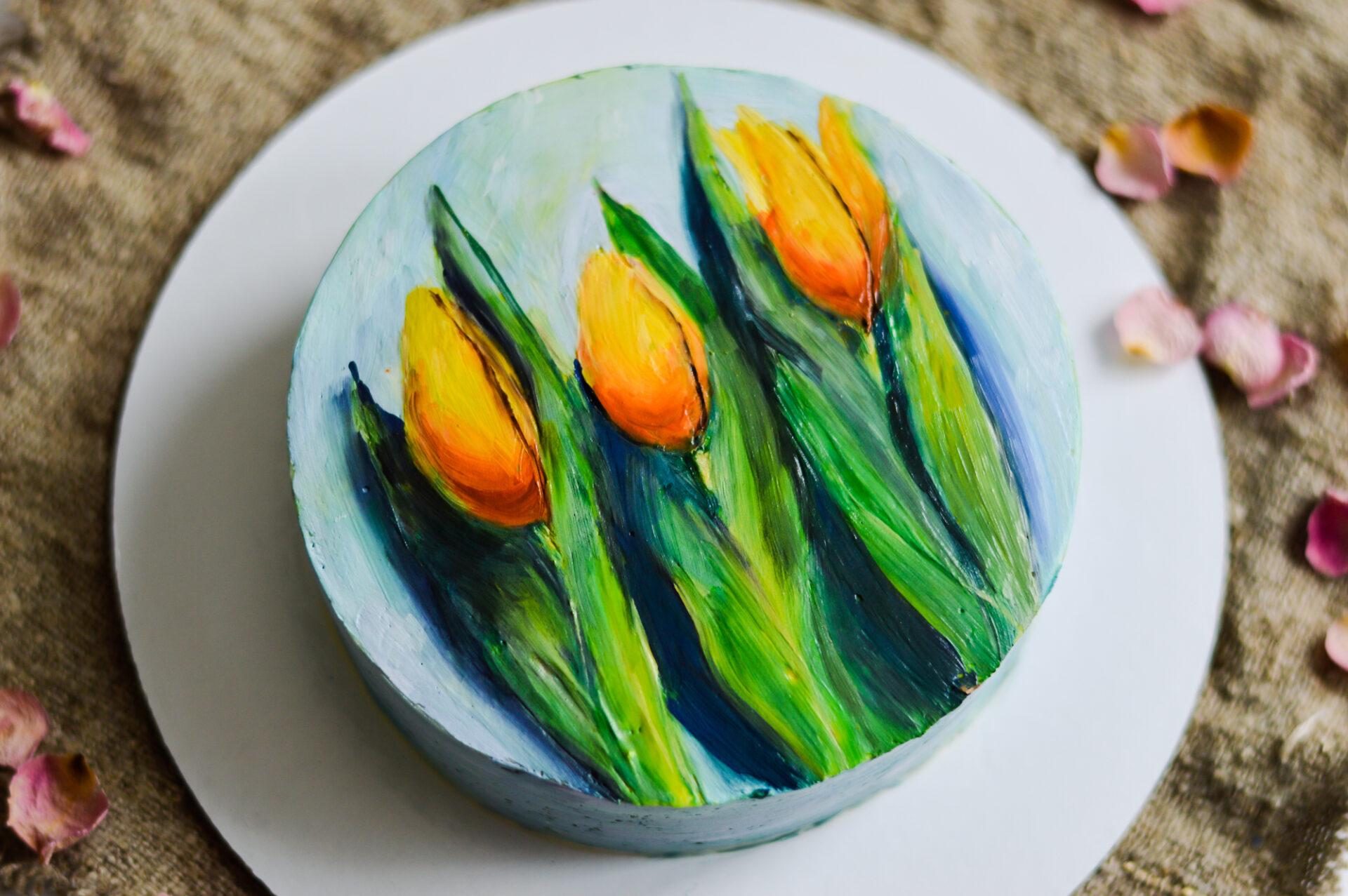Рисунок на торте: тюльпаны